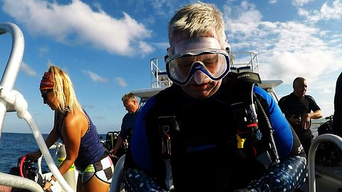 Scuba diver literally forgets the most important thing before diving in the ocean