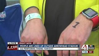 People already lining up outside Arrowhead for U2 - Video