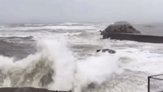 Typhoon Noru Churns Up Waves in Southern Japan - Video