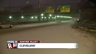 Snowfall pounds downtown Cleveland - Video