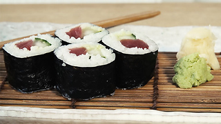 How to make maki sushi - Video