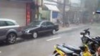 Sudden Rain Causes Flooding in Hanoi - Video