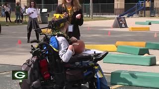 Packers 'keeping kids moving' with their Play 60 program - Video