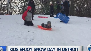 Kids enjoy snow day in Detroit - Video