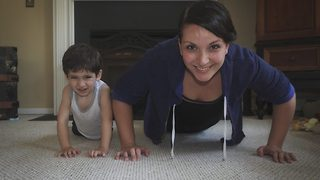 Supermum – Fitness mum works out surrounded by three young kids - Video