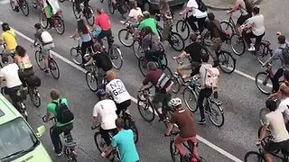 Anti-G20 Protesters Hold 'Critical Mass' Bike Rally in Hamburg - Video