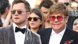 "Taron Egerton Formed Close Bond With Elton John During ""Rocketman"""