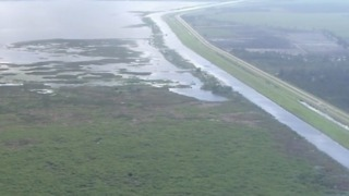 Gov. Scott visits Herbert Hoover Dike on Lake Okeechobee - Video