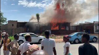 SOUTH AFRICA - Johannesburg - Load shedding house fire (video) (3AA)