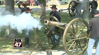 Thousands celebrate civil war muster - Video
