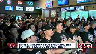 Omaha Mavericks fans take over DJ's Dugout for NCAA Selection Show watch party