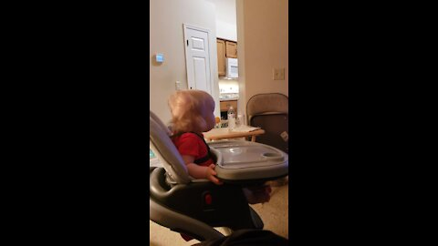 Toddler reacts to J-Lo and Shakira's Super Bowl halftime performance