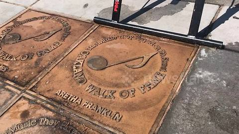 Filmer pays respect to Aretha Franklin at Blues Walk of Fame plaque in Oakland