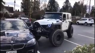 Jeep gives poorly parked BMW push in the right direction - Video