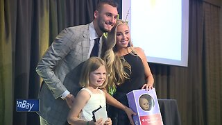 Girl who lost sister to cancer receives special surprise during Gold Ribbon Gala