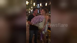 Woman gifts boyfriend with bouquet made from cash - Video