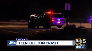 A deadly crash in Phoenix kills teen girl and injured another - Video