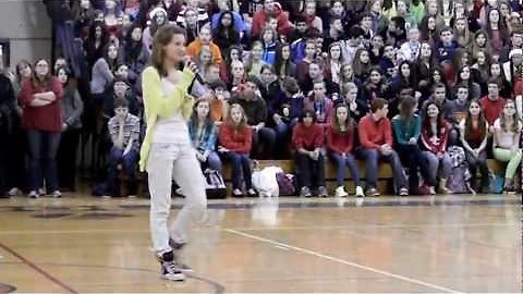 Girl crushes Beyonce song during school pep-rally