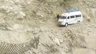 Nail-biting footage shows van teetering over massive cliff edge  - Video