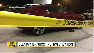 1 dead after victim shoots at suspects in stolen car in Clearwater - Video