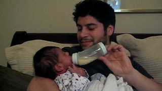 Dad Bottle-Feeding Baby Is Simply Adorable - Video