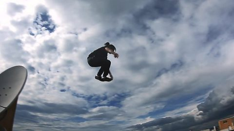 Cops and runners! Freerunners chase one another on rooftop in stomach-churning Go-Pro footage