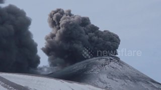 Stunning footage shows Mount Etna spewing cloud of volcanic ash