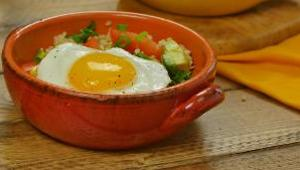 Southwestern Quinoa and Egg Breakfast Bowl - Video