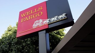 Wells Fargo Computer Glitch May Have Cost Hundreds Their Homes - Video