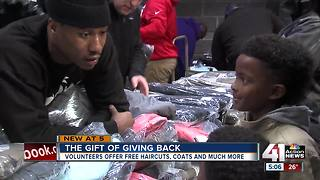 Chiefs' Marcus Peters hands out 300 jackets for Christmas - Video