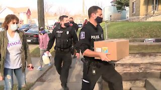 Racine police deliver free Thanksgiving meals
