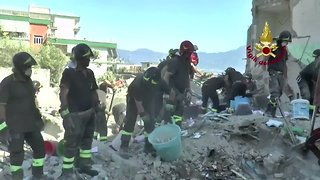 Apartment Building Collapses Near Naples - Video