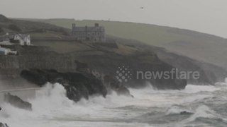 Waves and strong winds hit Porthleven, Cornwall - Video
