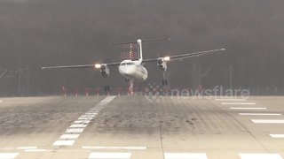 Plane Struggles To Land In Strong Winds At Dusseldorf Airport - Video
