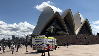 Manus Island Protesters Scale Sydney Opera House to Unfurl Banner - Video
