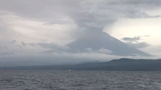 Indonesia's Volcano Center Issues Red Alert to Airlines as Ash Fills Sky in Bali - Video
