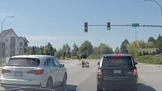Impatient Scooter rider causes traffic stoppage