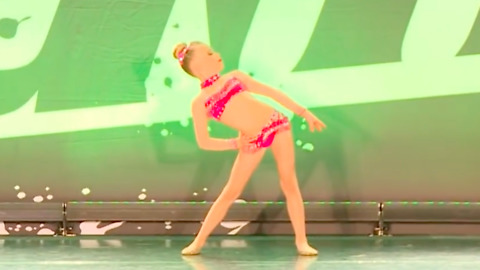 9-year-old girl delivers amazing jazz dance solo