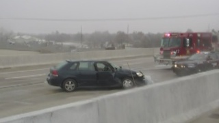 Car accident on I-244 between Yale and Sheridan in Tulsa due to slick road conditions - Video