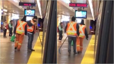 Vancouver Transit Worker Uses Hockey Stick to Remove Ice From Train Car
