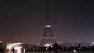 Eiffel Tower Goes Dark for Aleppo - Video