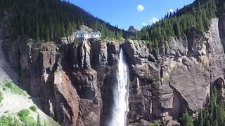 Drone spectacularly captures majestic beauty of Colorado - Video