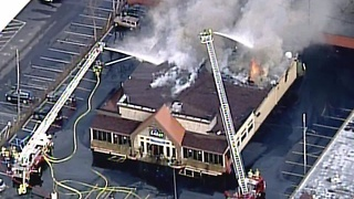 Fire at Lakes Grille in Clarkston - Video