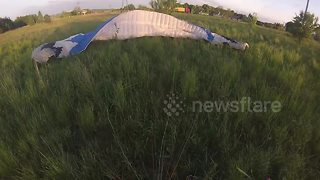 Paramotorist suffers engine failure and crashes - Video