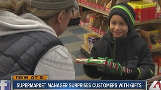Snyder's surprises customers with gifts - Video