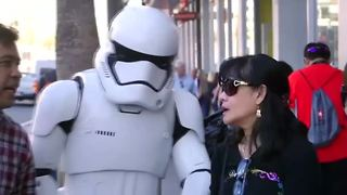 Mark Hamill storms Hollywood for charity - Video