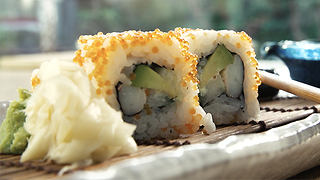 How to make California rolls - Video