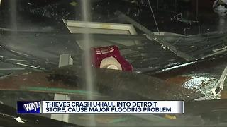 Crooks use uhaul trailer to smash into Detroit business - Video