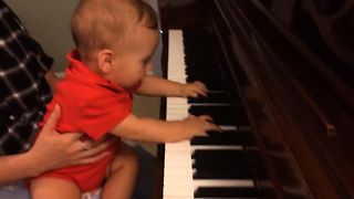 Baby Is A Piano Prodigy - Video