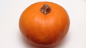 How to quickly peel, seed and cut a pumpkin - Video